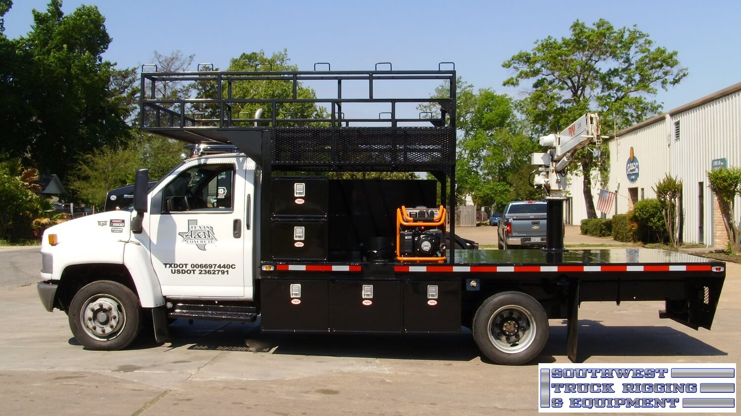 Flatbed with RKI crane and toolboxes