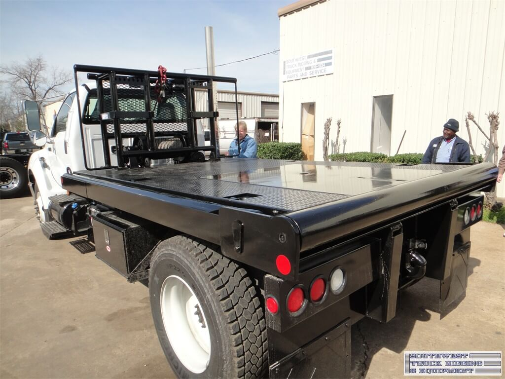 Medium duty oilfield dumping flatbed